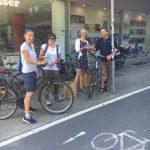 Brötchen verschenken als Dank an die Radfahrer*innen (16. Juli